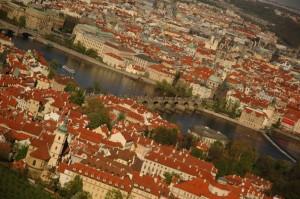 Вид на Карлов мост с холма Петршин