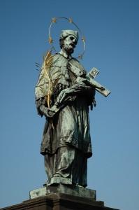 Одна из скульптур св. Яна Непомуцкого