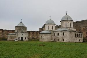 Церкви на территории крепости