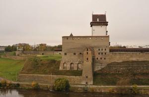 Вид на Нарвскую крепость