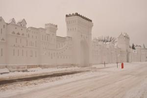 Стена вдоль монастыря