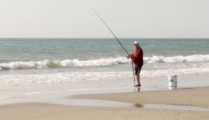 Рыбак на пляже