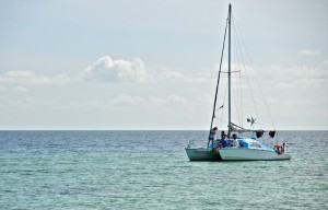 Яхта с отдыхающими
